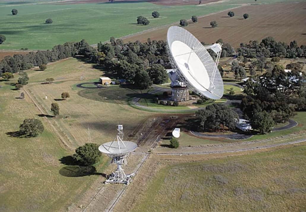 تلسكوب Parkes في أستراليا، هو أول تلسكوب اكتشف الإشارات القادمة من الفضاء.